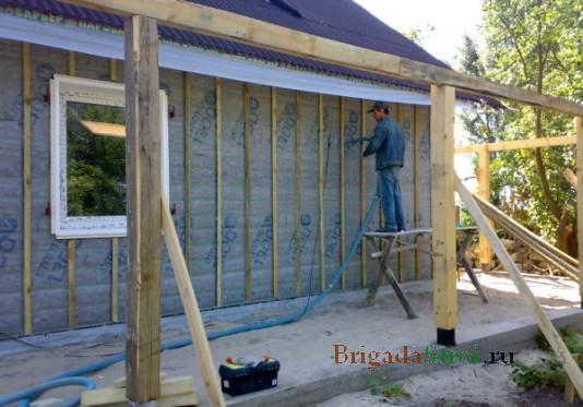 Герметизация швов деревянного дома из бруса