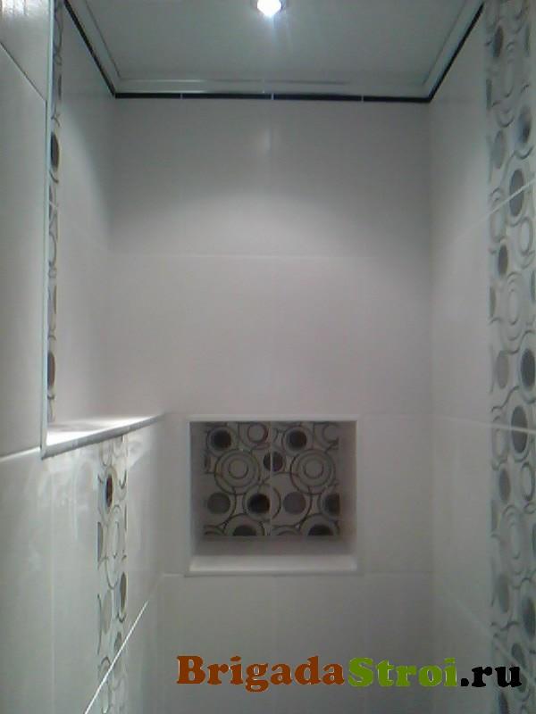 монтаж потолка в туалете
